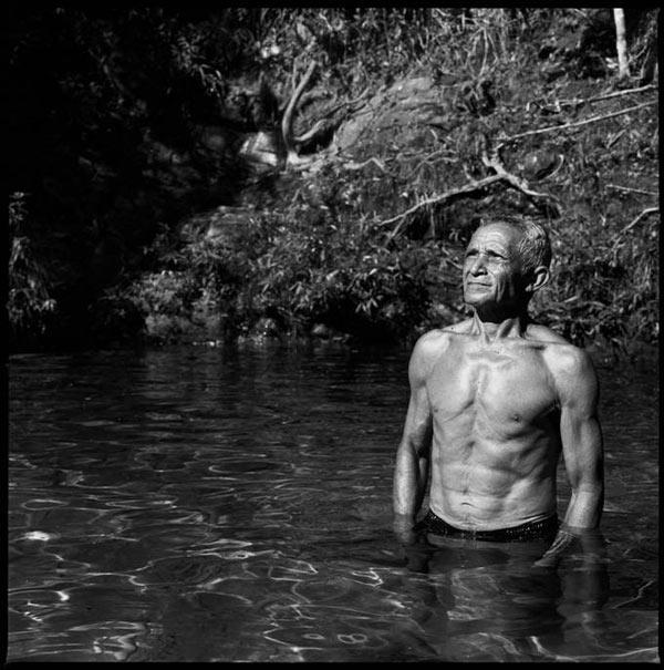 """Josias """"Jonas"""" Gonçalves, ex-guerrilheiro da década de 1970, foi fotografado na Serra das Andorinhas, onde lutou contra o Exército brasileiro, na região do Araguaia (Foto: João Pina, 2011)"""