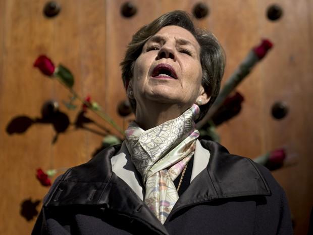A senadora Isabel Allende, filha do presidente deposto Salvador Allende, participa de manifestação (Foto: AFP Photo/Martin Bernetti)